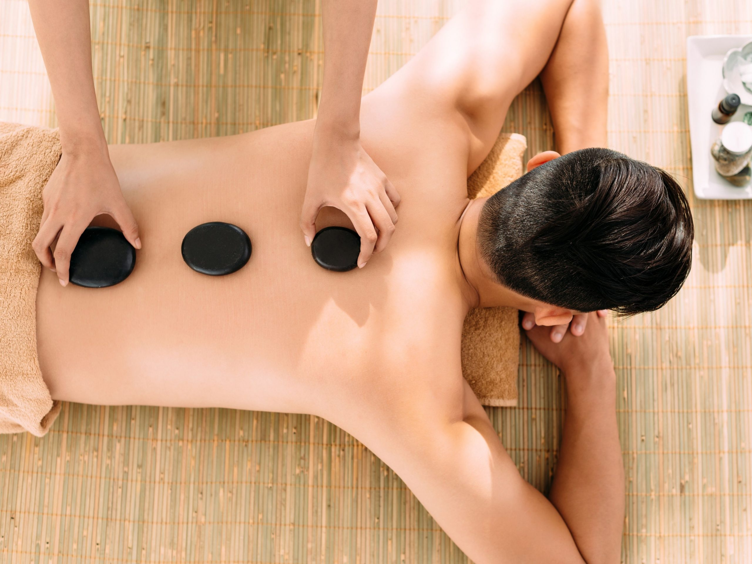 Hot stone massage: 8 Common questions about it